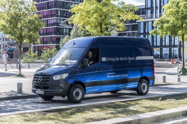 mercedes-benz-esprinter-electric-delivery-van-in-germany